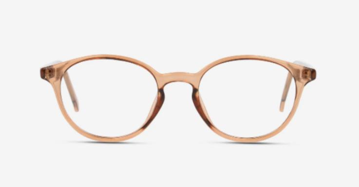 Beige ist eine perfekte Brillenfarbe: Hübsch, geschmackvoll und unkompliziert zu kombinieren. Der transparente Rahmen sorgt zusätzlich für Leichtigkeit