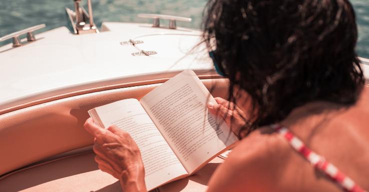 Lesen in der Sonne: Bitte nie ohne Sonnenbrille!