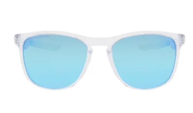 Dieses Modell der Sportbrillen-Kultmarke Oakley versprüht sommerliche Leichtigkeit
