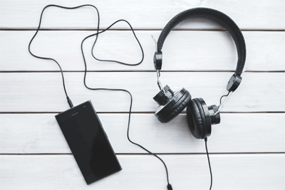 Drückende Kopfhörer sind mit etwas Dämm-Material schnell Geschichte.