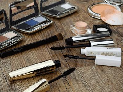 Achte bei der Wahl deiner Mascara darauf, dass sie wasserlöslich ist.