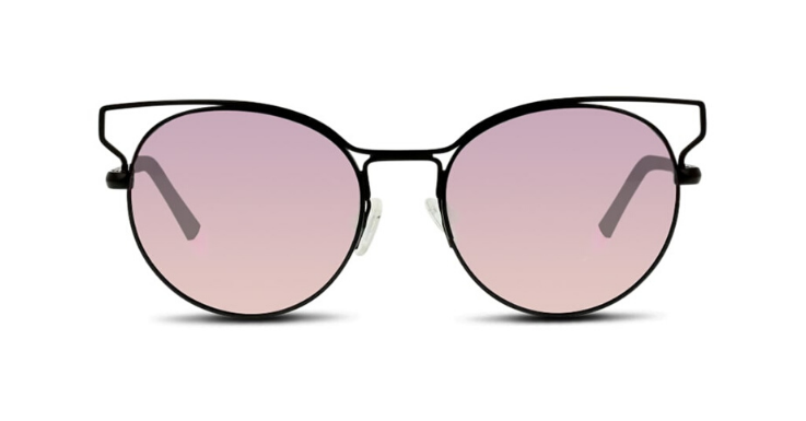 Diese Sonnenbrille für Damen von UNOFFICIAL verbindet eine runde Grund-Form mit einer kantigen Metall-Außenfassung