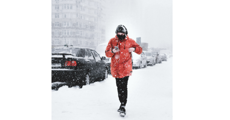 Optimal für die Kälte gerüstet – aber ob er auch an die Augen gedacht hat?