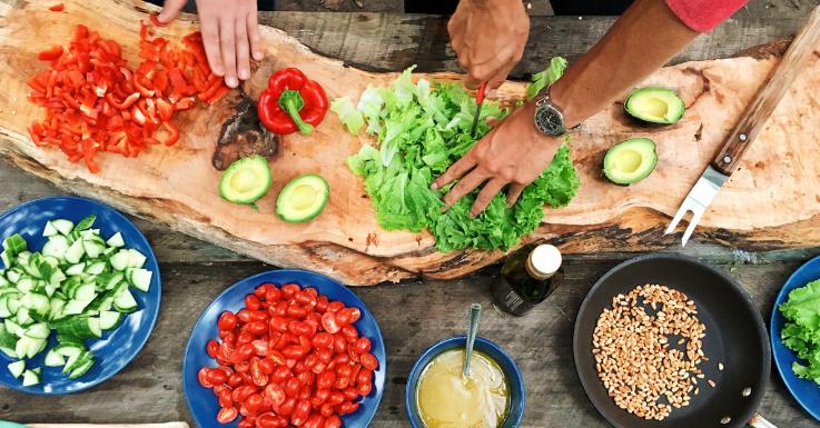 Gesunde Ernährung tut nicht nur deiner Linie, sondern auch deinen Augen etwas Gutes.
