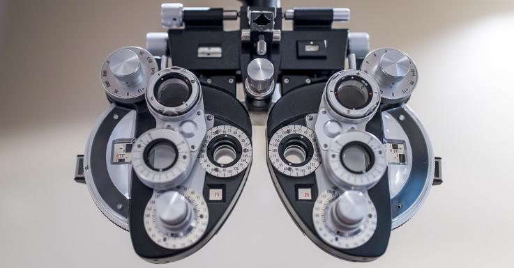 Der Sehtest vor Ort bleibt ein entscheidender Bestandteil der Augenoptik.