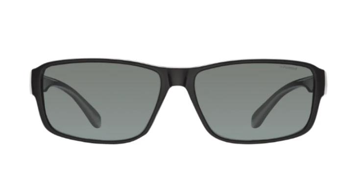 Diese Sonnenbrille von Polaroid ist robust und zeitlos stylisch (EAN: 0762753256003).