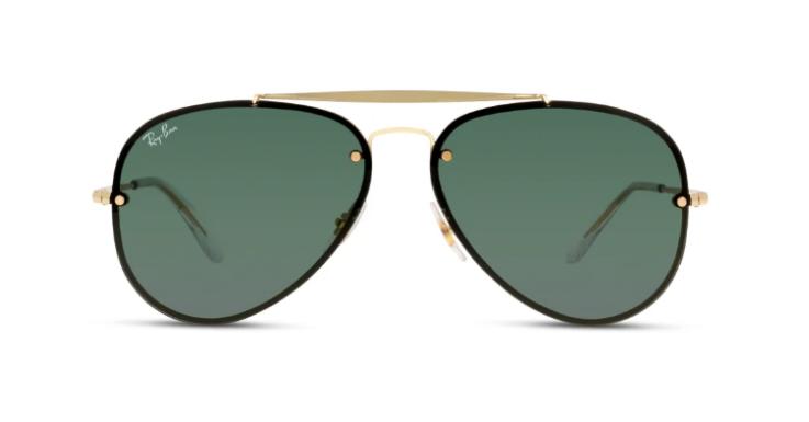 Die Pilotenbrille von Ray-Ban gibt es mittlerweile in unzähligen Varianten. Diese hier hat einen außergewöhnlichen Duotone-Rahmen in Schwarz-Gold und grüne Gläser (EAN: 8053672830262).