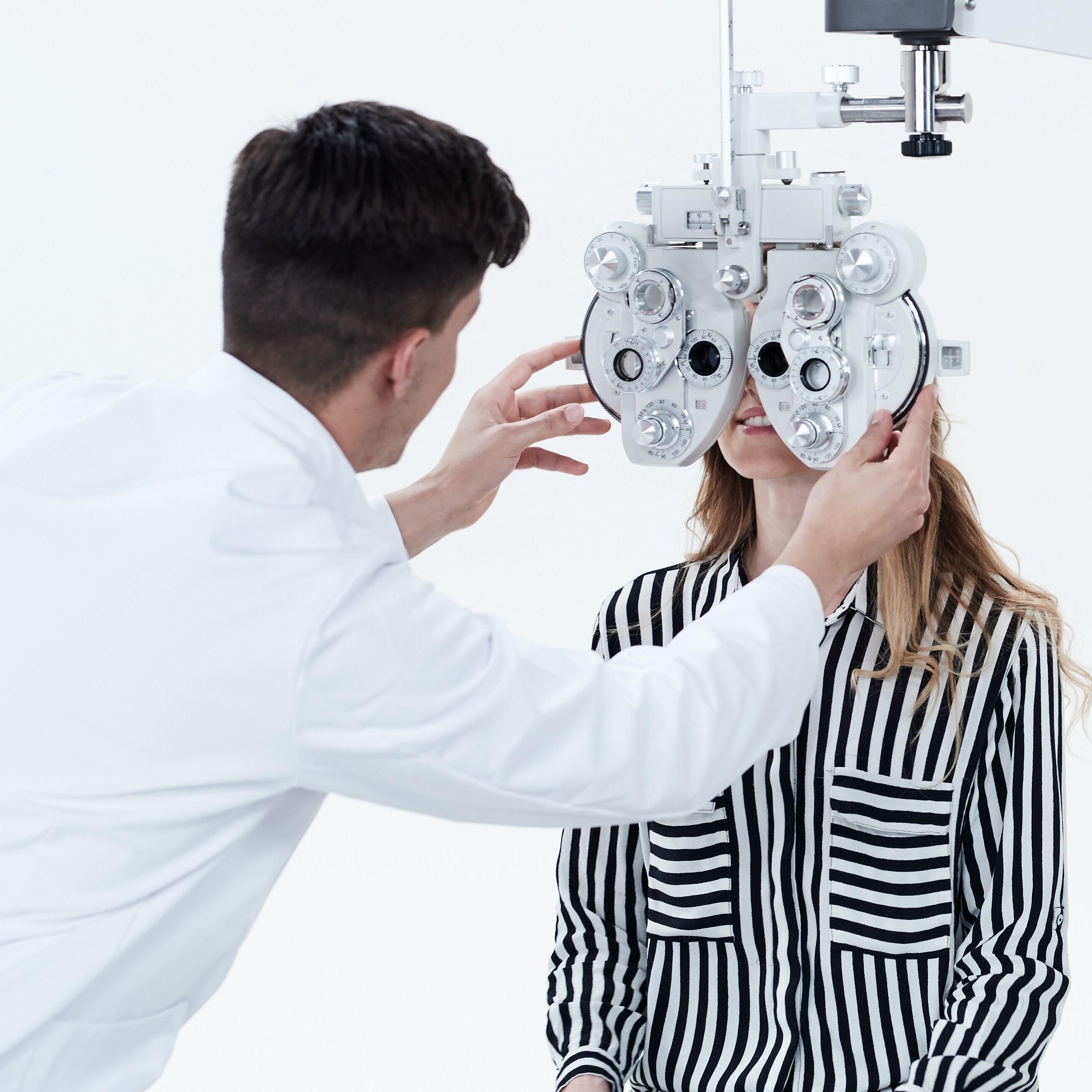 Regelmäßige Kontrolltermine sind nicht nur wichtig für deine Sehschärfe, sondern auch für deine Augengesundheit.