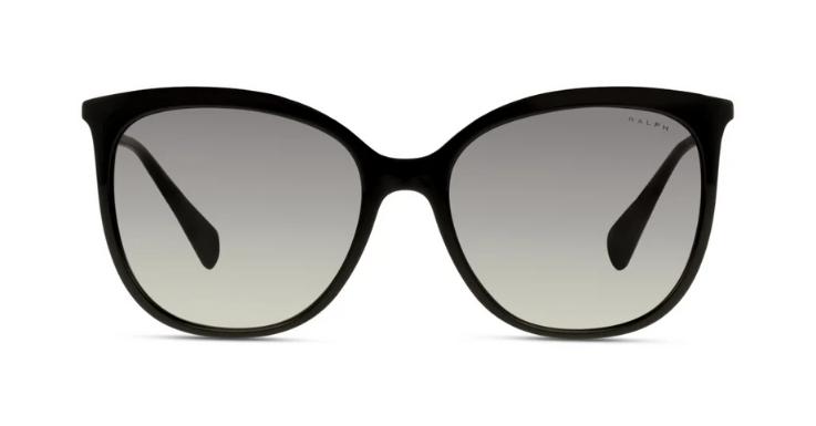 Sich einmal wie Audrey fühlen: Das funktioniert mit dieser mondänen Sonnenbrille von Ralph Lauren