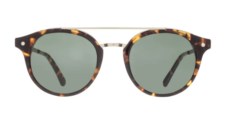 Hier wird die Panto-Brille mit einem weiteren Dauerbrenner-Trend kombiniert: Animal Print