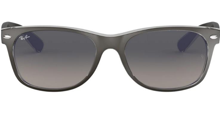 Etwas schmaler als die Original-Wayfarer und in trendigem Grau: Modell von Ray-Ban für Herren