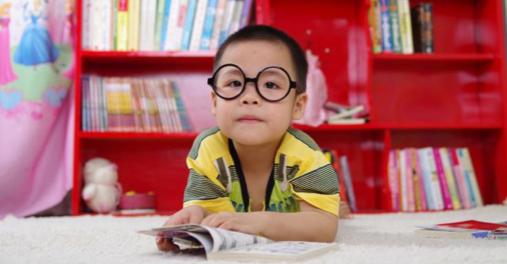 Vorsorge ist besser als Nachsorge, denn Sehschwächen können bei Kindern schnell unbemerkt auftreten.