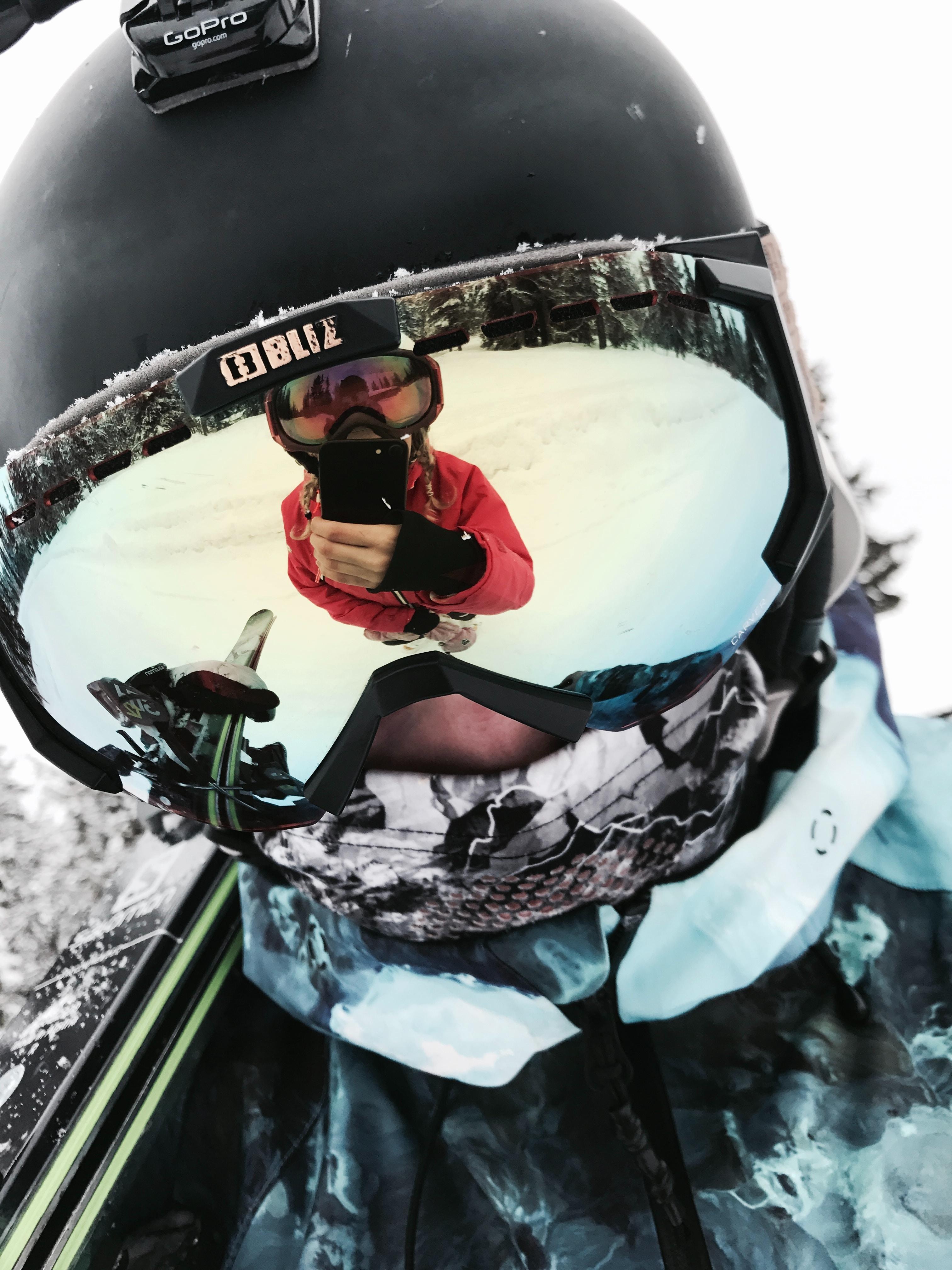 Eine Ski-Brille schützt deine Augen zuverlässig vor UV-Strahlung, Kälte und Schnee.