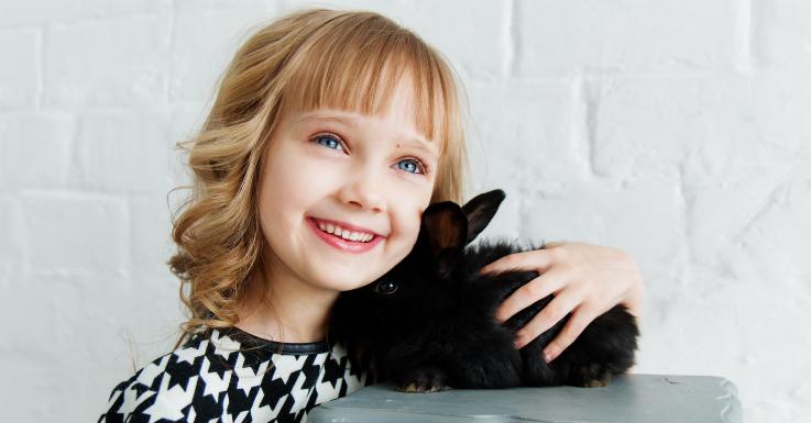 In Sachen Augengesundheit ist der Osterhase für Groß und Klein ein echtes Vorbild.