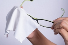 Brille: Richtige Pflege verlängert die Lebensdauer